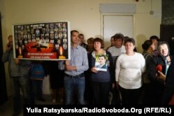 Родственники принесли в суд портреты погибших военных