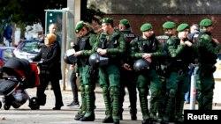 Гамбургте қоғамдық қауіпсіздікті бақылап тұрған полицейлер (Көрнекі сурет).