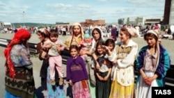Самым нелюбимым народом в России, согласно опросам, являются чеченцы и цыгане