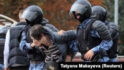 Задержания на акции в поддержку независимых кандидатов в депутаты Мосгордумы, которым отказали в регистрации. Москва, 3 августа 2019 года.