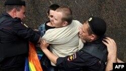 Преследование ЛГБТ-сообщества России по-прежнему вызывает протесты в мире
