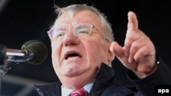 Serbian Radical Party leader Vojislav Seselj in particular enjoys the support of some Moscow officials, and has received a disproportionate amount of attention among Russian media.