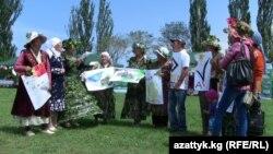 """Ысык-Көлдөгү """"Карагат"""" фестивалынын катышуучулары, август, 2013."""