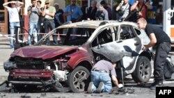 Правоохоронці працюють на місці, де загинув журналіст Павло Шеремет, 20 липня 2016 року
