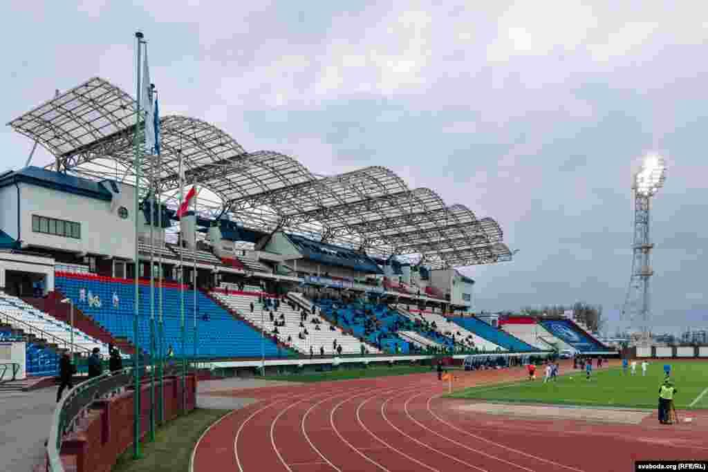 На трыбунах падчас матчу прыблізна 200 чалавек.
