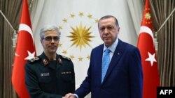 رییس ستاد کل نیروهای مسلح ایران روز چهارشنبه با رییس جمهوری ترکیه دیدار کرد.