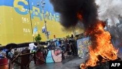 Горящие шины на Майдане Незалежности. 31 мая 2014 года.