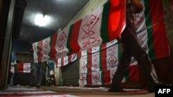 Шайлоо өнөктүгүнө даярдалган желектер. Карачи, 16-апрель.