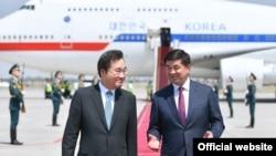 Ли Нак Ён менен Мухаммедкалый Абылгазиев. Бишкек шаары. 17-июль, 2019-жыл.