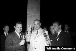 Линдон Джонсон в день выборов. 1964. Фото Сесила Стафтона.