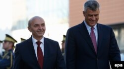 Kryeministri Isa Mustafa (majtas) dhe zv.kryeministri Hashim Thaçi.