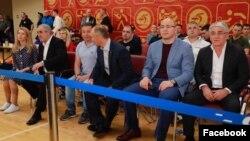 Депутат Госдумы Артур Таймазов (второй справа) лишился уже двух медалей по инициативе Международного олимпийского комитета