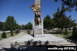 Памятник до разрушения