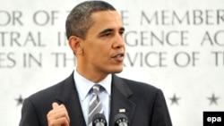 باراک اوباما به هنگام سخنرانی در مقر سازمان سيا، ايالت ويرجينيا، دو شنبه ۳۱ فروردين