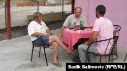 Mještani u lokalnoj kafani