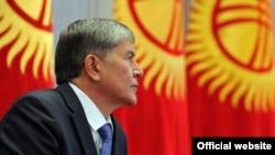 Президент Алмазбек Атамбаев Жогорку Кеңеште. 12-сентябрь, 2012.