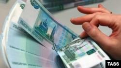 С начала текущего года российский рубль обесценился почти на 100 процентов