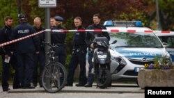 За даними поліції, підозрюваний, ім'я якого не оголошують, прибув до Німеччини в 2015 році і попросив про притулок