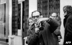 Fransa - Fransız rejissor Jean-Luc Godard tələbə etirazlarını çəkir. May, 1968