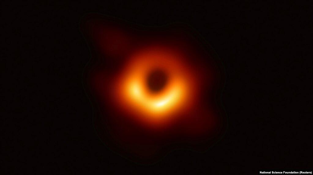 Тень черной дыры в галактике M 87 (Дева А) в созвездии Девы
