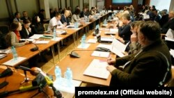 """La """"masa rotundă"""" organizată de Promo-Lex"""
