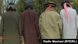 خوست کې د افغان امنیتي ځواکونو لخوا نیول شوي وسله وال.(ارشیف)