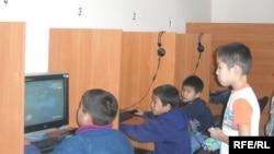 Адистер акыркы учурда компьютер оюнуна берилген мектеп окуучулары гана эмес, студенттер да арбып баратканын айтышууда.