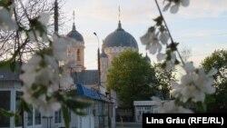 Biserica din curtea cimitirului Sfântul Lazăr din Chișinău.