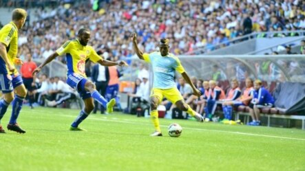 Ghanaian Patrick Twumasi (right) of FC Astana crosses the ball during a game against HJK Helsinki in Astana on August 5.