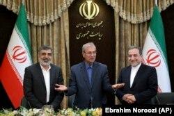 عباس عراقچی، علی ربیعی و بهروز کمالوندی در زمان اعلام گام دوم ایران در کاهش تعهدات هستهای