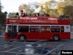 Autobus sa sindikalnim čelnicima prolazi centom Londona