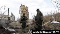 Ukrainian soldiers man a position on the front line in the Donetsk region on March 30, 2019.