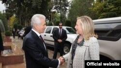 Хиллари Клинтон и министр иностранных дел Таджикистана Хамрохон Зарифи. Душанбе. 22 октября 2011 года