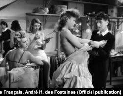 "Кадр из фильма ""Дамские тряпки"" (1944)"