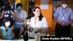 Светлана Тихановская добуш берип жатат. 9-август, 2020-жыл.
