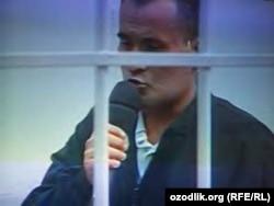 Таваккал Ҳожиев Олий суд мажлисида (сурат 2005 йил олинган)