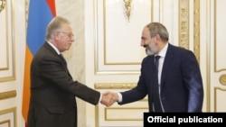 Armenia -- Prime Minister Nikol Pashinian meets with Gianni Buquicchio, president of the Venice Commission, Yerevan, 31Oct2018
