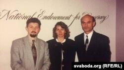 Надія Дюк разом з лідерами білоруської опозиції Сергієм Наумчиком та Зеноном Позняком, Вашингтон, липень 1996 року