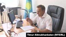 Шалдай ауылындағы мектеп-интернат директоры Николай Бебель. 23 маусым 2016 жыл.