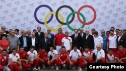 Armenia - U.S. envoy James Warlick is pictured with members of the Armenian team at the European Games in Baku, Yerevan, 10Jun2015 (Photo courtesy of the U.S. Embassy)