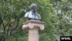 Moldova - Pushkin statue