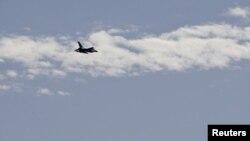 طائرات عسكرية اردنية تحلق فوق عمان في 5 شباط 2015