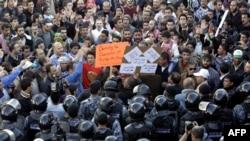 Наразы жұрт үкіметтің биліктен кетуін талап етіп тұр. Иордания, 30 қараша 2012 жыл.