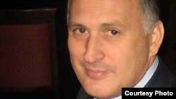Сам Вячеслав Чирикба громко рассмеялся, узнав, что стал виновником внутригрузинского политического скандала