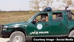 Кундуз уәлаятында полицияның қолға түскен көлігін мініп жүрген қарулы содырлар. Ауғанстан, 1 қазан 2015 жыл.
