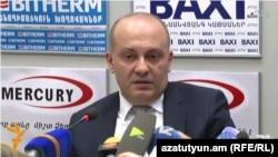 Заместитель начальника следственного управления Службы национальной безопасности Армении Микаел Амбарцумян на пресс-конференции , Ереван, 30 марта 2015 г.