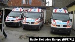 Здравствениот дом во Куманово се поднови со три современо опремени возила за итна медицинска помош.