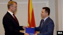 Arkiv - Ambasadori i BE-së, Aivo Orav dorëzon Raportin e Progresit 2015 te kryeministri maqedonas,Nikola Gruevski