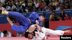 U.K. -- Azerbaijan's Elkhan Mammadov fights with South Korea's Song Dae-Nam (blue) during their men's -90kg elimination round of 16 judo match at the London 2012 Olympic Games, 01Aug2012