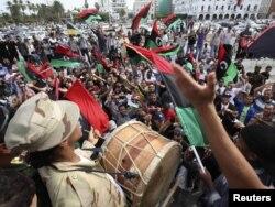 Либијаците слават по веста за смртта на Гадафи